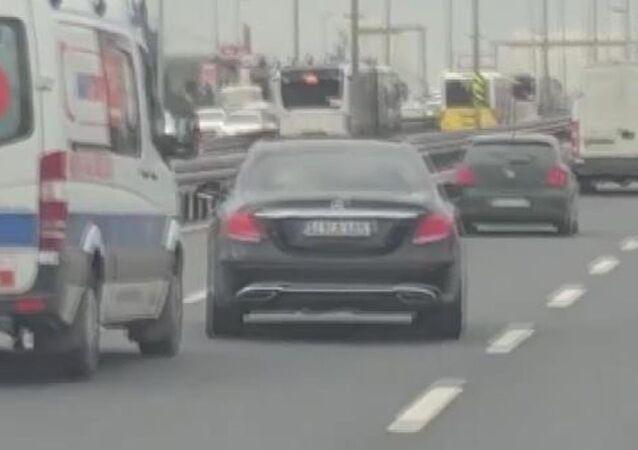 İstanbul'da bir sürücünün ambulansa 'yol vermeme' çabası kamerada