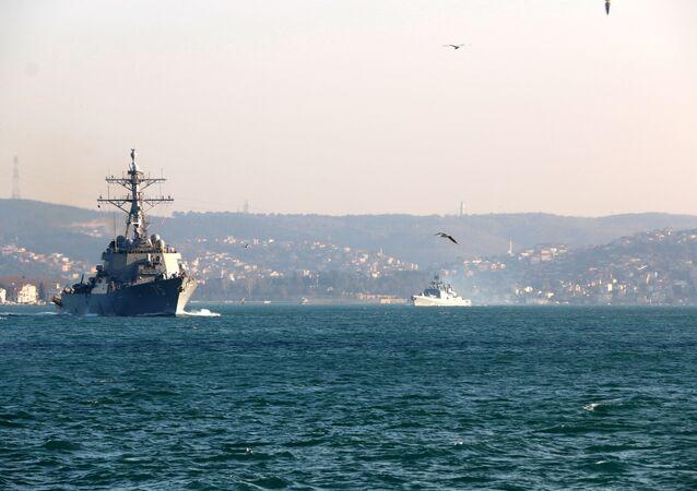 ABD ve Rus savaş gemileri