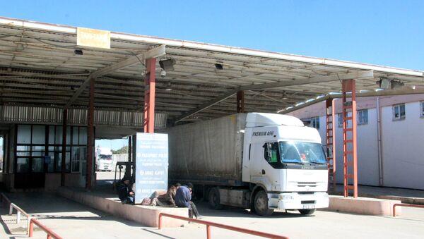 Türkiye'ye ait tırların Suriye'ye geçişine izin verilecek - Sputnik Türkiye