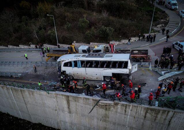 Uludağ - tur otobüsü devrildi