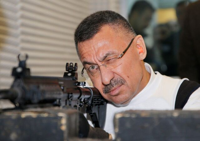 Cumhurbaşkanı Yardımcısı Oktay, yerli MPT-55K ile atış yaptı