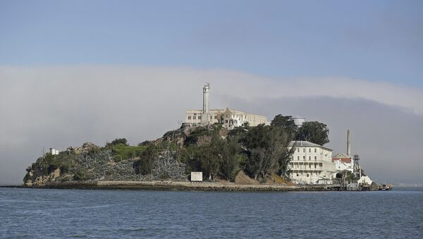 Fog lingers behind Alcatraz Island in San Francisco. (File) - Sputnik Türkiye