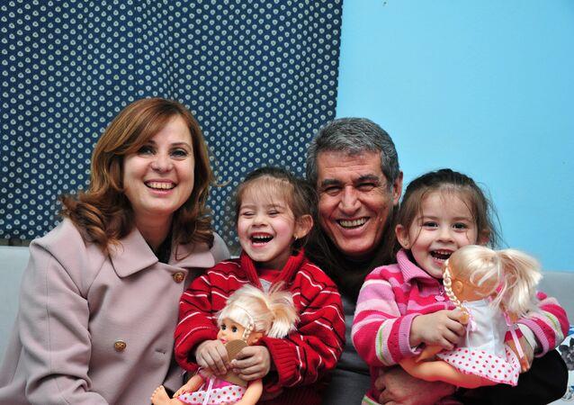 CHP, İzmir Balçova'da adaylığı reddedilen Mehmet Ali Çalkaya'nın yerine eşi Fatma Çalkaya'yı aday gösterdi