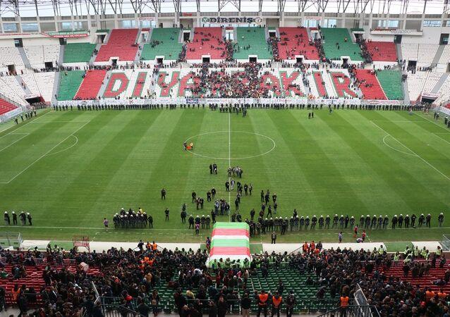 TFF 2. Lig Beyaz Grup'ta Amedspor ve Sakaryaspor, Diyarbakır Yeni Stadı'nda karşılaştı