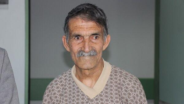 Trabzon'da geçirdiği felç sonucu Öldü denilen ve memleketi Ağrı'da cenaze hazırlıkları yapılan 66 yaşındaki Zeki Yıldız - Sputnik Türkiye