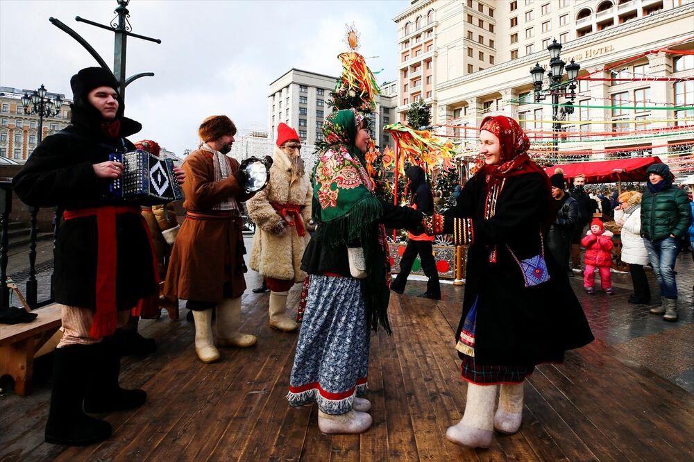 Rusya'da baharın gelişinin kutlandığı Maslenitsa bayramı başladı