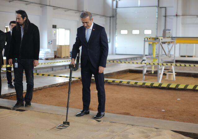 Savunma Sanayii Başkanı İsmail Demir - Dünyanın en hafif  mayın dedektörü OZAN