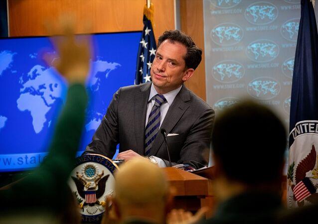 ABD Dışişleri Bakanlığı Sözcü Yardımcısı Robert Palladino (fotoğrafta), Washington'daki bakanlıkta düzenlenen basın brifinginde, Türkiye'nin Rusya'dan S-400 alma girişimine ilişkin değerlendirmelerde bulundu.