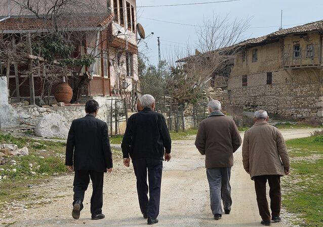 43 seçmenli köyde 7 muhtar adayı