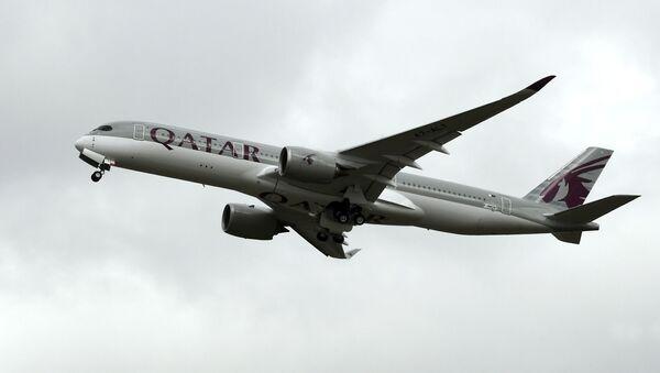 Katar Havayolları'na ait bir uçak - Sputnik Türkiye