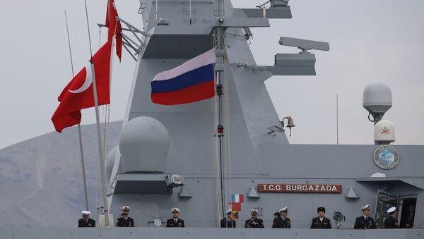 Türk savaş gemileri, 'Mavi Vatan 2019' tatbikatı kapsamında Novorossiysk'te - Sputnik Türkiye