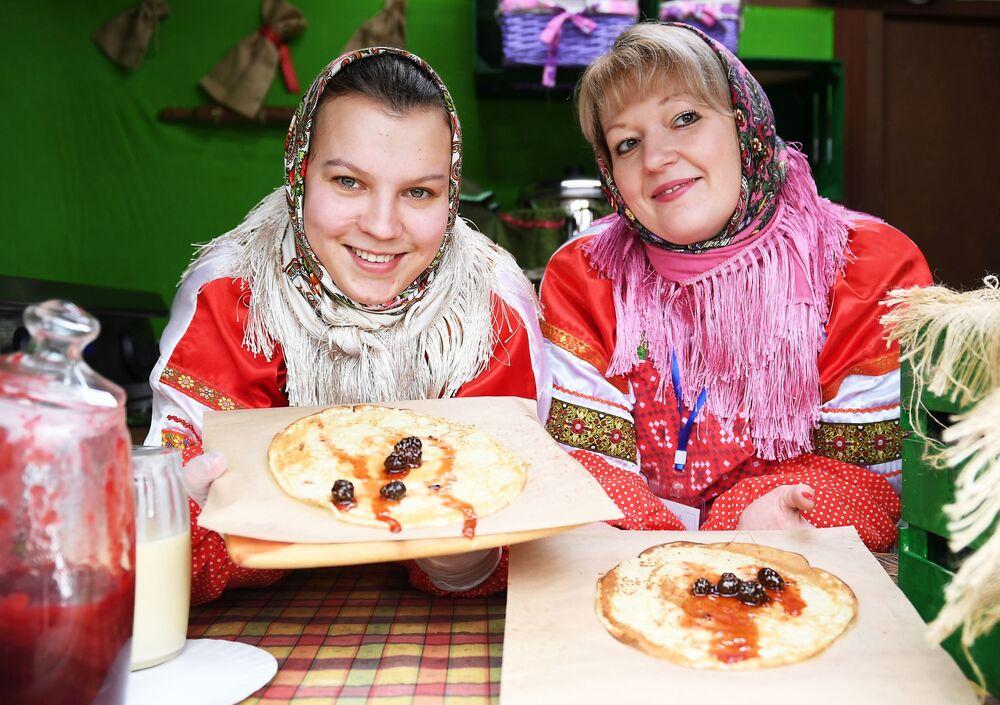 Rus geleneksel mutfağının vazgeçilmezi: 'Blinı'
