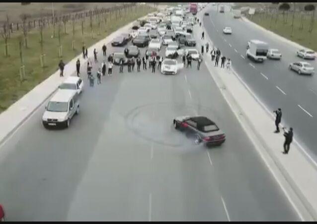 Lüks otomobilli düğün konvoyu yol kapatıp drift yaptı