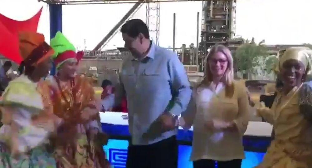 Venezüella Devlet Başkanı Nicolas Maduro'nun eşi Celia Flores ile dans etti