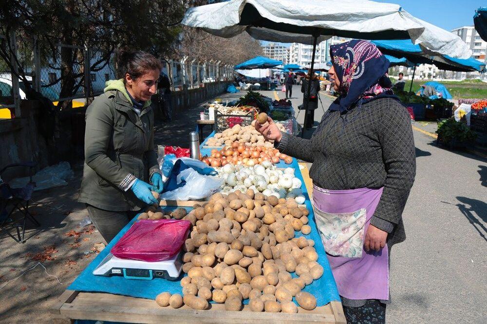 Diyarbakır'da, Türkiye'nin ilk kadın semt pazarı olma özelliği taşıyan Jiyan Semt Pazarı - kadın - pazar - patates