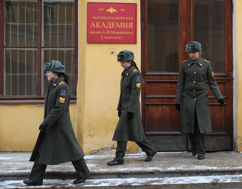 Zor görevlerini layıkıyla yerine getiren Rus kadın askerler