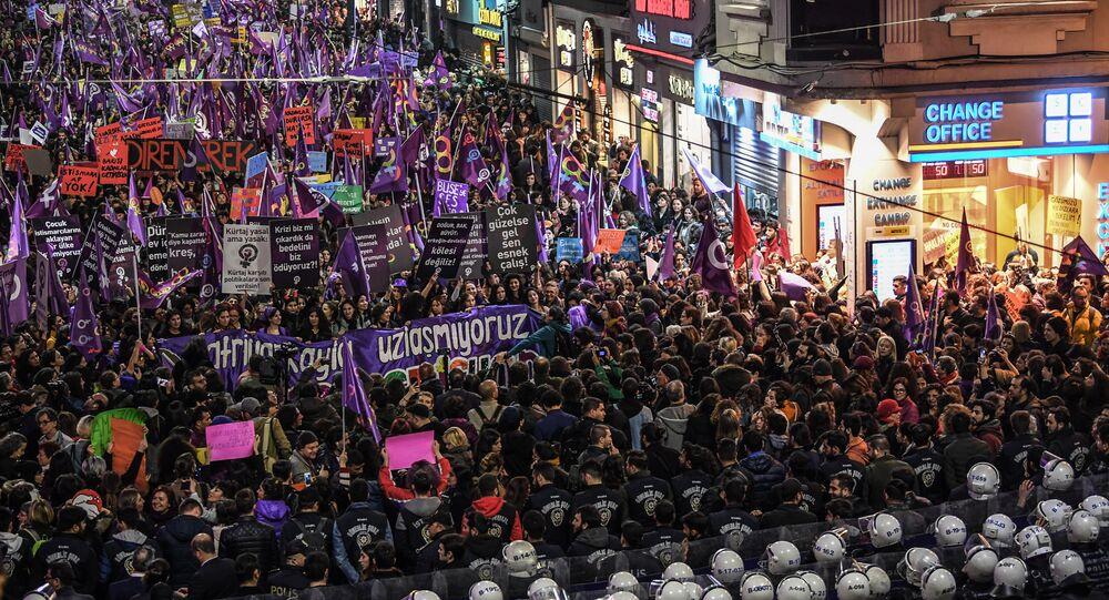 8 Mart Kadınlar Günü gece yürüyüşü