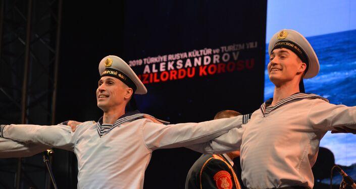 Alexandrov Kızılordu Korosu bu yıl Türkiye'deki ilk konserini gerçekleştirdi