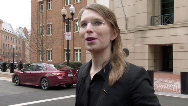 ABD'nin askeri ve diplomatik sırlarını 2010 yılında WikiLeaks ile paylaşan eski ordu istihbarat analisti Chelsea Manning - Sputnik Türkiye