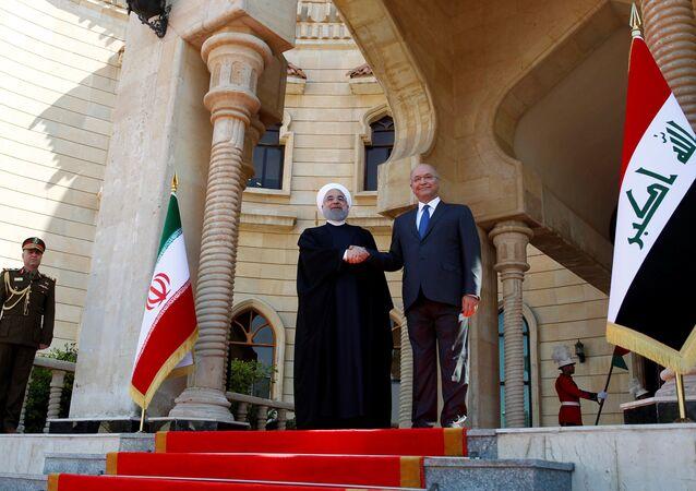 İran Cumhurbaşkanı Hasan Ruhani, resmi ziyaret kapsamında ilk kez gittiği Irak'ın başkenti Bağdat'ta Cumhurbaşkanı Berhem Salih tarafından karşılandı.