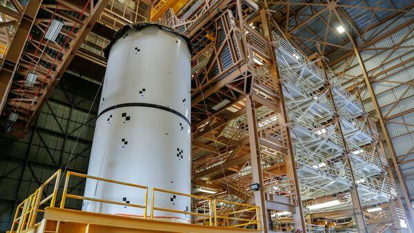 Bu arada Trump, American Havacılık ve Uzay Dairesi'nin (NASA) gelecek 10 yıl içinde Ay'a gitme planları da dahil olmak üzere uzay keşif görevleri için 21 milyar dolar talep etti. - Sputnik Türkiye