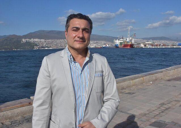 İzmir'in Çeşme ilçesi ile Atina'nın Lavrion Limanı arasında feribot seferleri yapacak şirketin yönetim kurulu başkanı Bülent İpek