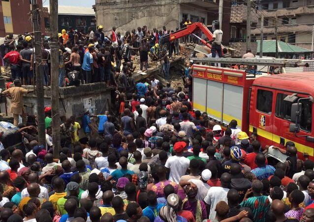 Nijerya Lagos'ta üç katlı bina çöktü