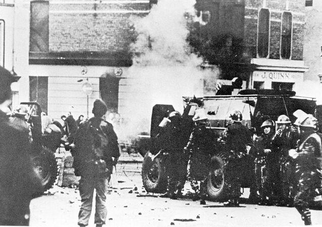 Kuzey İrlanda'da savcılar, Kanlı Pazar olarak bilinen 1972'de Londonderry kentinde 13 kişinin öldüğü olayla ilgili olarak eski bir İngiliz askerinin yargılanacağını açıkladı.