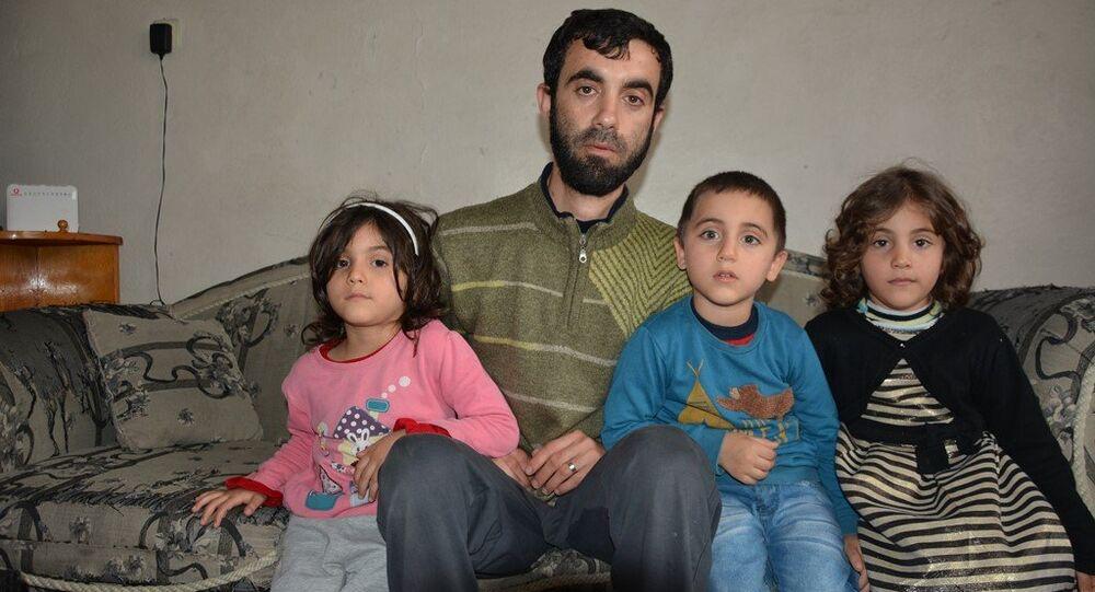 Recep Tayyip Erdoğan, Emine ve Sümeyye adlı Suriyeli çocuklar ile babaları Ahmed Nacar