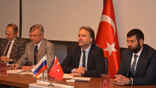 Doç. Fahri Erenel, Prof. Dr. Mesut Hakkı Caşın, Dr. İsmail Safi ve Murat Sadıkzade - Sputnik Türkiye