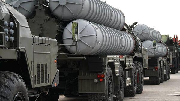 S-400 hava savunma füze sistemleri Rusya'da bir geçit töreninde - Sputnik Türkiye