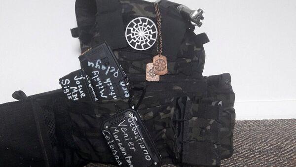Yeni Zelanda'da iki camiye düzenlenen silahlı saldırının faili olarak açıklanan Avustralya vatandaşı Brenton Tarrant'ın kullandığı silah - Sputnik Türkiye