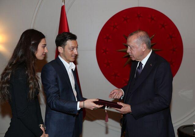 Cumhurbaşkanı Erdoğan, futbolcu Mesut Özil'i kabul etti