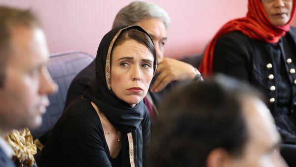 Yeni Zelanda Başbakanı Jacinda Ardern Müslüman toplumunu ziyaret etti - Sputnik Türkiye
