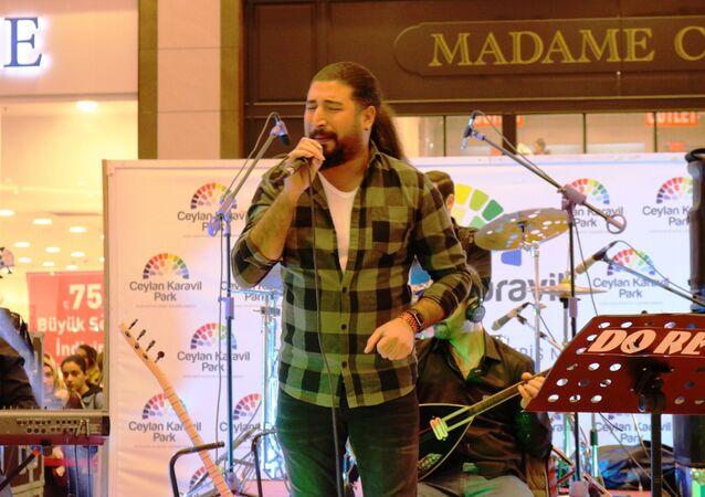 'O Ses Türkiye' yarışmasında birinci olan şarkıcı Ferat Üngür