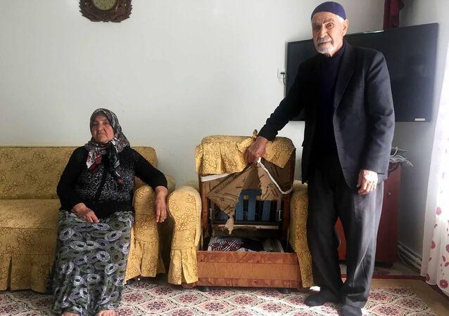 25 yıldır biriktirdikleri paraları çalınan Mehmet Nuri Mergen ve eşi Nazmiye Mergen