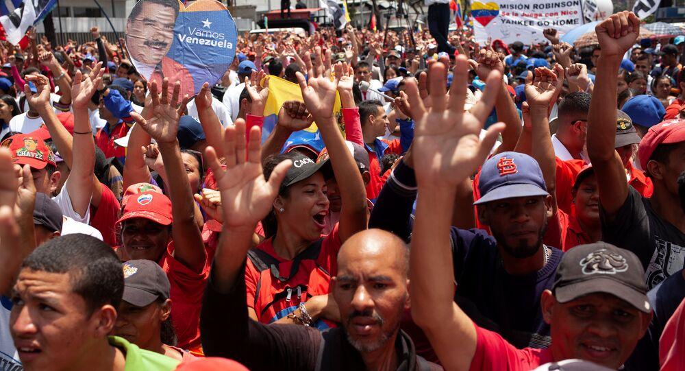 Venezüella'da Maduro'ya destek veren halk