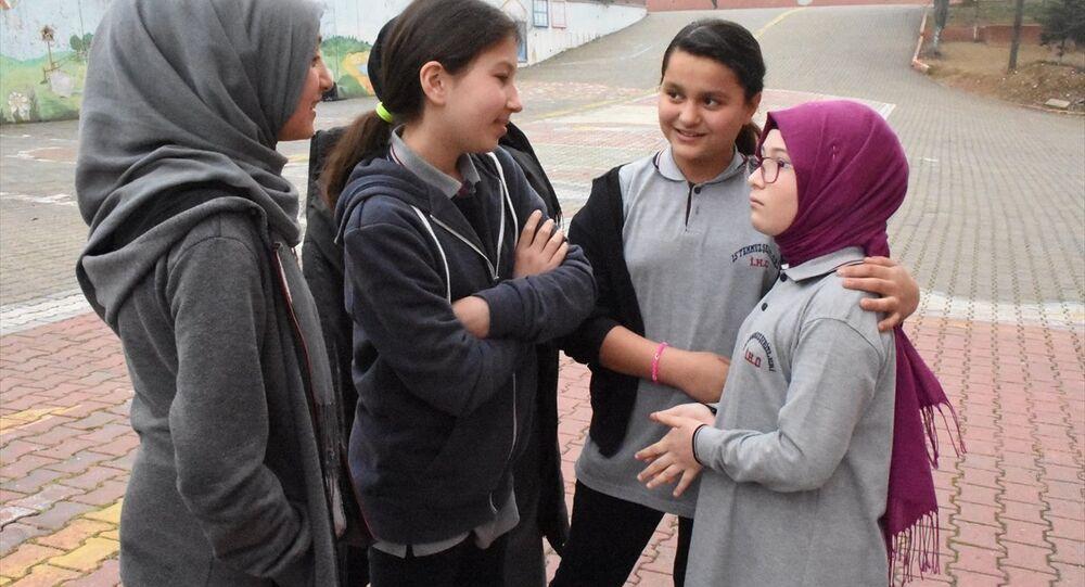 Erdoğan'ın sahneye çağırdığı 5. sınıf öğrencisi: Karma karışık bir duyguydu, onu çok sevdiğim için ağladım