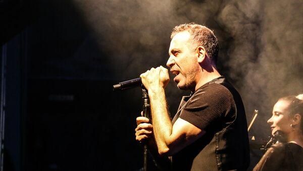 Arin ve tüm lösemililer için sanatçı Haluk Levent'in ücretsiz konseri öncesi müzikseverler kök hücre bağışında bulundu. - Sputnik Türkiye