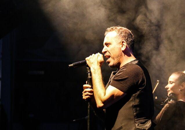 Arin ve tüm lösemililer için sanatçı Haluk Levent'in ücretsiz konseri öncesi müzikseverler kök hücre bağışında bulundu.