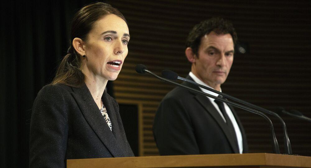 Yeni Zelanda Başbakan Jacinda Ardern ve Polis Bakanı Stuart Nash, silah yasalarının değiştiğini açıkladı