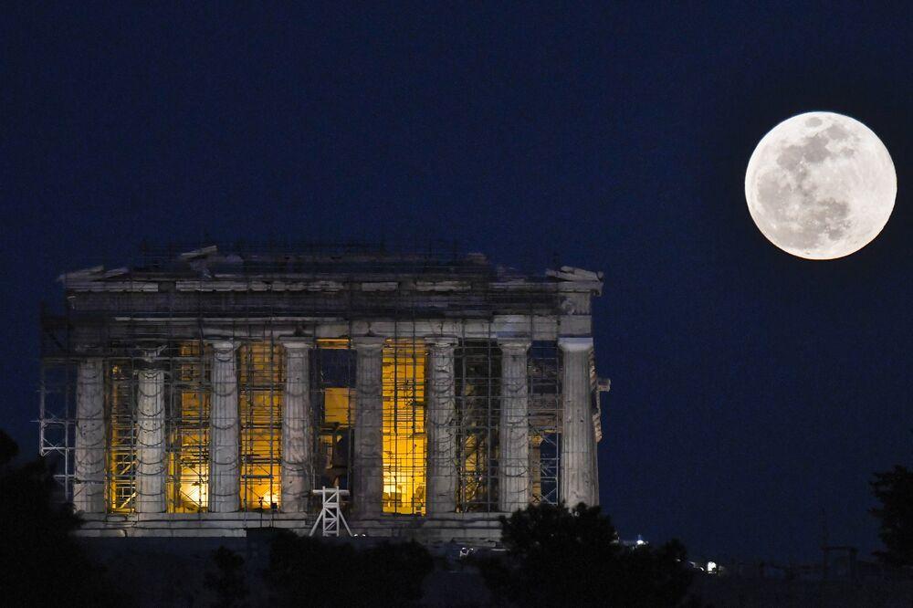 Yunanistan'da Süper Ay