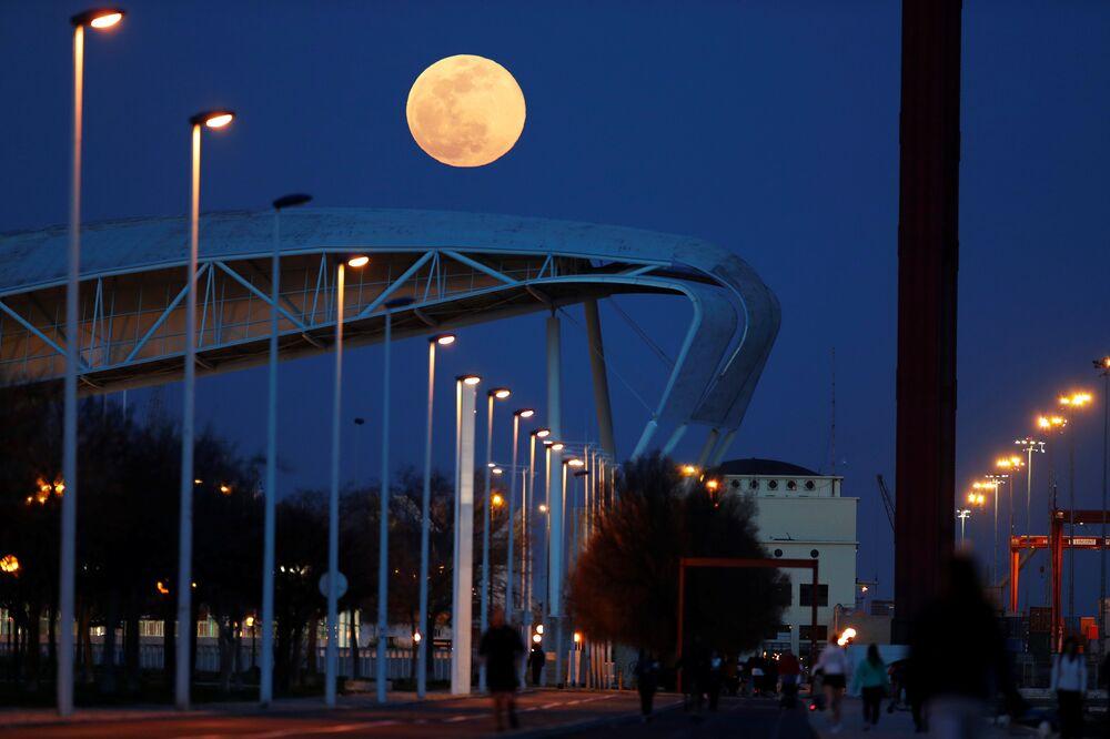 Portekiz'de Süper Ay