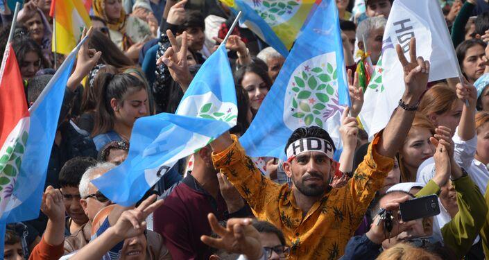 Mersin'de HDP'den Türk bayraklı Nevruz kutlaması