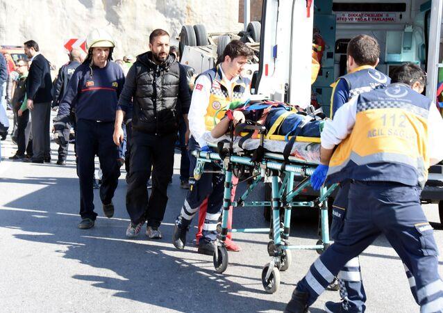 İzmir'de Down sendromlu çocukları taşıyan minibüs kaza yaptı: 29 yaralı