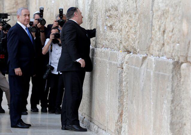 ABD Dışişleri Bakanı Mike Pompeo'nun Kudüs'te Ağlama Duvarı'nı ziyaretine İsrail Başbakanı Benyamin Netanyahu da eşlik etti. (21 Mart 2019)