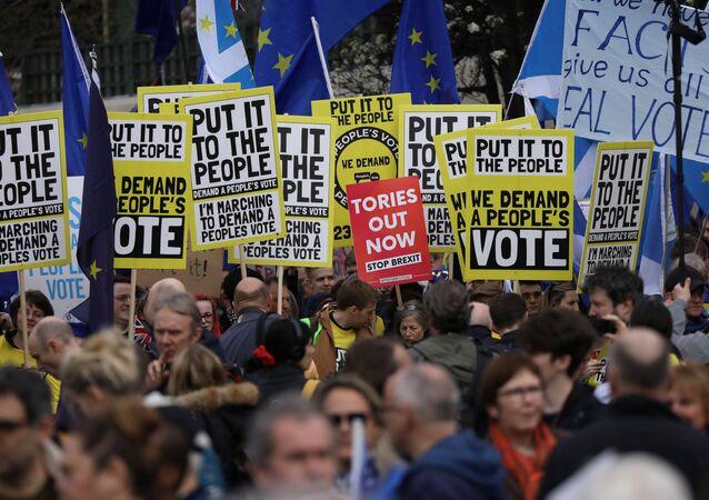 İngiltere'de dev Brexit yürüyüşü