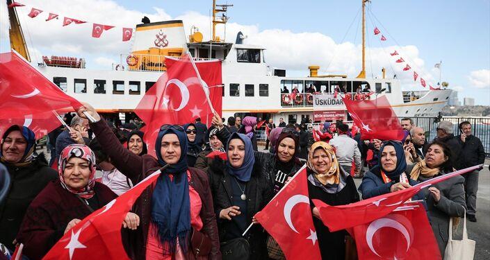 Üsküdar'dan miting alanına vapurla giden vatandaşlar