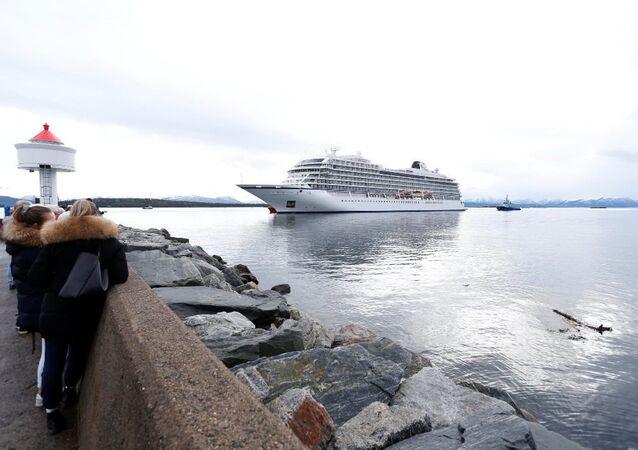 Norveç'in batı kıyısı açıklarında arızalanan ve acil durum sinyali veren Viking Sky isimli kruvaziyer gemisi