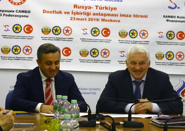 Rusya ve Avrupa Sambo Federasyonu Başkanı Sergey Eliseev ve Türkiye Sambo Kulüpleri Federasyonu Başkanı Kadir Polat.